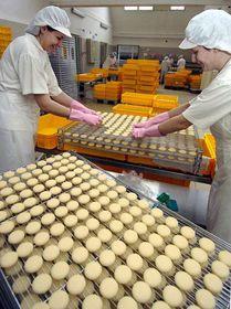 Herstellung der Olmützer Quargeln (Foto: www.ct24.cz)