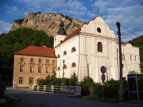 Бывший бенедиктинский монастырь в поселке Сваты Ян-под-Скалой, где Милушка Гавлуйова в 50-е годы отбывала наказание, Фото: ŠJů, CC BY-SA 3.0