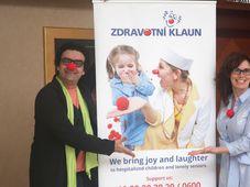 Роландо Виллазон и директор чешской организации «Лечебный клоун» Катержина Сламова-Кубешова, фото: Мартина Шнайбергова