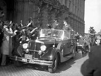 Dwight Eisenhower (left) in Prague, 1945, photo: CTK