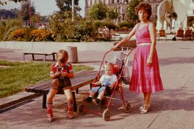 Rossitha Müller mit Kindern in Dresden 1983 (Foto: Familienarchiv Dieter Müller)