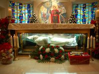 The remains of St. John Neumann in the altar of the National Shrine of Saint John Neumann, Philadelphia, photo: Dgf32, CC BY-SA 3.0