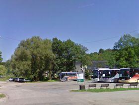 Parkplatz in der Straße Chvalšinská (Foto: Google Street View)