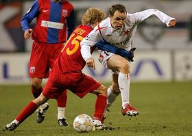 Zdenek Senkerik, right, is challenged by Steaua Bucharest's Mihai Nesu, left, photo: CTK
