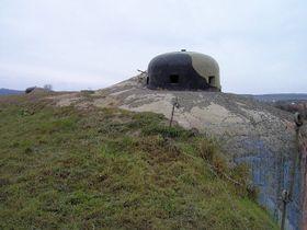 Bunker bei Šatov an der Staatsgrenze zu Österreich (Foto: Harold, Wikimedia CC BY-SA 3.0)