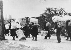 Expulsion of Sudeten Germans, photo: Bundesarchiv, Bild 146-1985-021-09 / CC-BY-SA