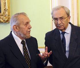 Erazim Kohák (vlevo) apředseda Akademie věd Jiří Drahoš, foto: ČTK