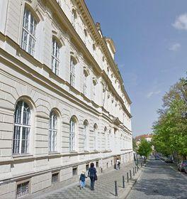 Gebäude der Naturwissenschaftlichen Fakultät der Karlsuniversität in der Viničná-Straße (Foto: Google Street View)