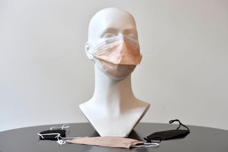 Maske für Coronavirus-Schutz der Firma Respilon (Foto: ČTK / Václav Šálek)