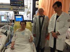 Пациент с кардиологом Яном Пирком и хирургом Робертом Лишке (Фото: Доминика Бартова, Чешское радио)