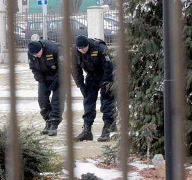 Los policías examinan el lugar de asesinato (Foto: CTK)