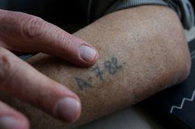 Tetování na ruce Jiřího Fišera připomíná jeho internaci vOsvětimi, foto: Karel Šanda