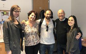 Eduardo Bechara con el equipo de redacción española en Radio Praga, foto: archivo Melissa Castaño