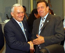 Leszek Mille and Gerhard Schroeder, photo: CTK