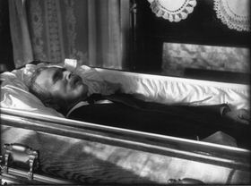 Ewiger Schlaf - věčný spánek (Foto: Frank R. Snyder, Flickr, Public Domain)