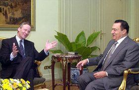 Министр Свобода и египетский президент Мубарак (Фото: ЧТК)