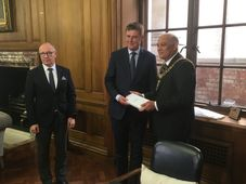Libor Sečka, Tomáš Petříček, Lord Mayor of Manchester Abid Latif Chohan, photo: Tom McEnchroe