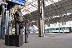 Memorial to Nicholas Winton at Prague's main train station, photo: Jan Rosenauer