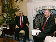 Mirek Topolánek (à droite) avec le président chypriote Demetris Christofias, photo: www.topolanek.cz