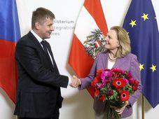 Tomáš Petříček und Karin Kneissl (Foto: ČTK / AP Photo / Ronald Zak)