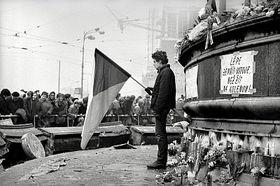 Les Pragois rendent hommage à Jan Palach (1969), photo: Karel Kalivoda