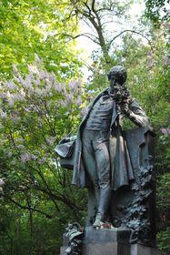Памятник Карелу Гинеку Махе в саде на холме Петршин в Праге (Фото: Кристина Макова, Чешское радио - Радио Прага)