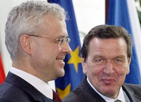 Primer ministro checo, Vladimír Spidla con canciller alemán Gerhard Schröder, foto: CTK