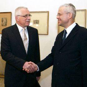 Presidente Václav Klaus (de izquierda), primer ministro checo Vladimír Spidla, foto: CTK