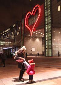 Neonové srdce vBruselu, foto: ČTK
