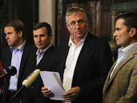 Mirek Topolánek (au milieu), photo: CTK