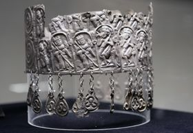 Silver tiara from 12th century, photo: CTK