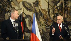 Tschechischer Präsident Václav Klaus (rechts) mit dem Bundespräsidenten Christian Wulff (Foto: ČTK)