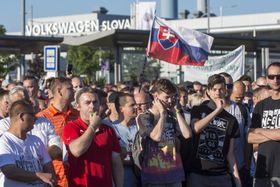 The strike at the Volkswagen, Bratislava, photo: ČTK