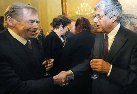 Václav Havel et Ivan Klíma, photo: CTK