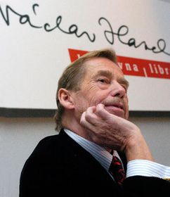 Vaclav Havel presented the project of library to the press, photo: CTK