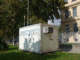 Messstation zur Überwachung der Luftqualität (Foto: Pavel Ševela, Wikimedia Commons, CC BY-SA 3.0)