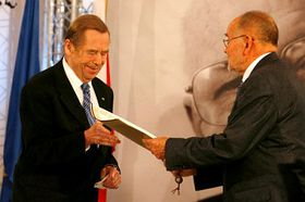 Václav Havel převzal 3. června ve Vratislavi cenu Jana Nowaka-Jezioranského, foto: ČTK