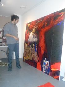 Max Sir comentando su obra, foto: Ana Briceño