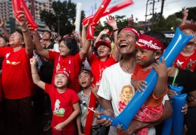 Supporters of NLD party cheer as election results are posted outside the NLD headquarters in Yangon, Burma, November 9, 2015, photo: CTK