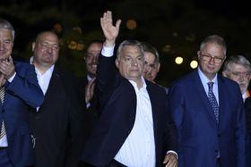 Viktor Orbán (Mitte). Foto: ČTK / MTI via AP / Szilard Koszticsak