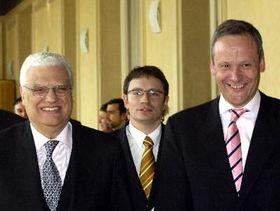 Canciller checo, Cyril Svoboda y el ministro de AA.EE. portugués, Diogo Freitas do Amaral (al fondo Vít Kolar) Foto: CTK