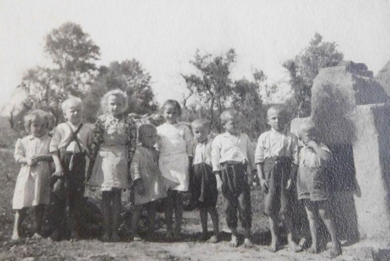 Děti zobce Vyšná Pisaná, které zachránily české studentky, foto: archiv Post Bellum