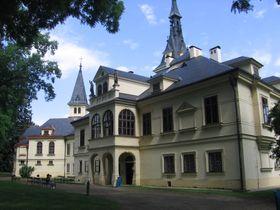 Schloss Lužany (Foto: Jik jik, Wikimedia Commons, CC BY-SA 3.0)