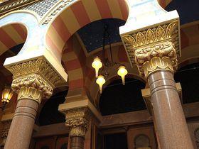 Роскошное убранство элементов фасада синагоги