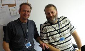 Josef Šedivý, uno de los organizadores de la participación checa (a la derecha), y el participante en el Homeless World Cup, Pavel (Foto: Ivana Vonderková)
