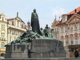 Статуя Яна Гуса на пражской Староместской площади