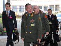 Nikolai Makarov (en el centro), foto: www.nato.int
