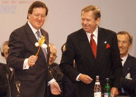 George Robertson Vaclav Havel, foto: CTK