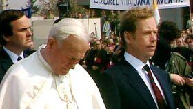 Иоанн Павел II и Вацлав Гвел, фото: ЧТ24
