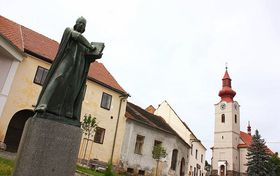 Estatua de Juan Hus en su aldea natal de Husinec, foto: Štěpánka Budková